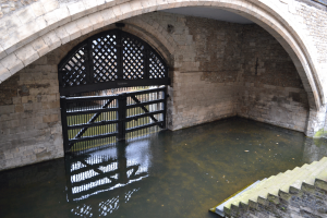 london-england-tower-of-london-inside-traitors-gate